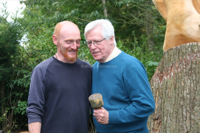 anthony-hammond-teaching-tv-presenter-john-craven-how-to-carve-2